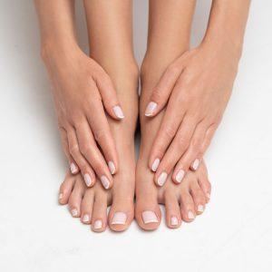 Fußnagel- und Fingernagel-Pflege